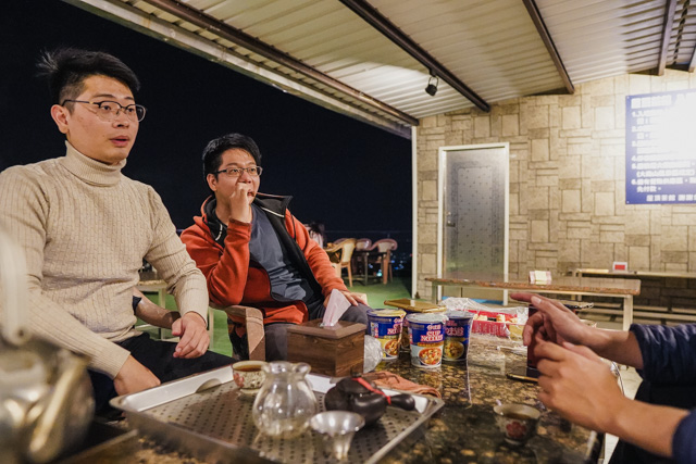 高雄夜景約會泡茶推薦屋頂茶館-大崗山!超美必去
